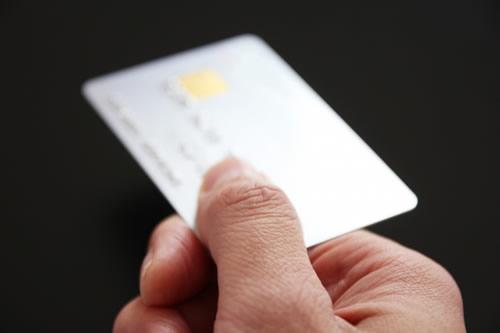 カードを利用する人